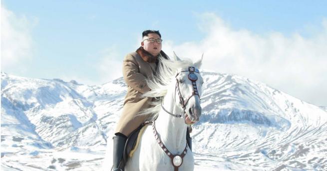 Севернокорейският лидер Ким Чен-ун изкачи най-високия връх на Корейския полуостров