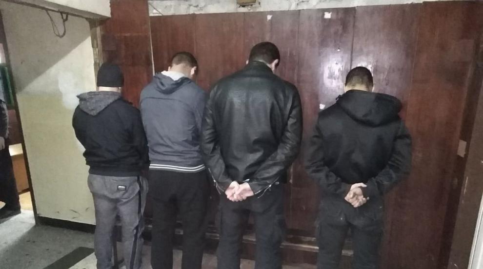 Четирима фенове са задържани за расисткия скандал, издирват се още