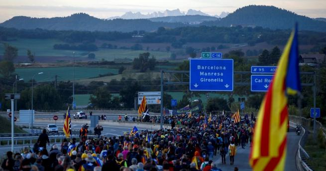 40 000 демонстранти излязоха на улиците Барселона снощи през втория