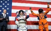 НАСА показа новите скафандри, с които астронавтите ще ходят по Луната