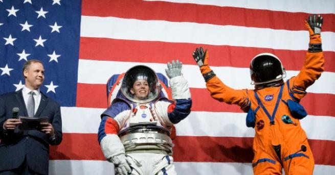 Любопитно НАСА показа новите скафандри, с които астронавтите ще ходят