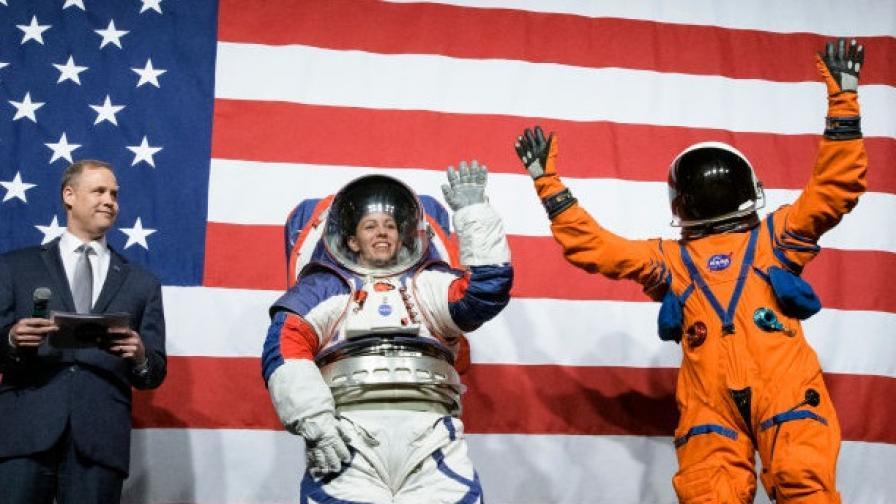 "<p><span style=""color:#ffbc00;""><strong>НАСА</strong></span> показа новите скафандри, с които астронавтите ще ходят по <span style=""color:#ffbc00;""><strong>Луната</strong></span></p>"