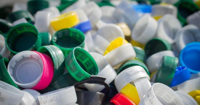 Снимка: С тонове капачки: До 2020 г. нови кувьози във всички малки общински болници