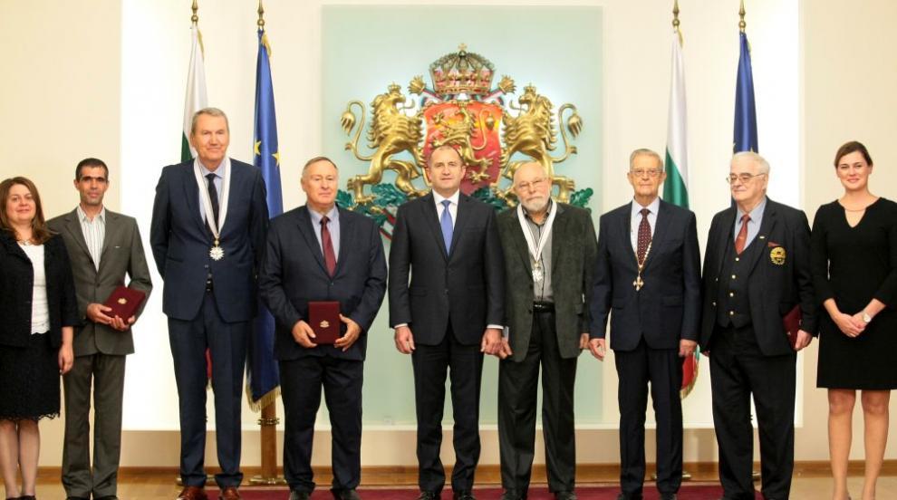 Президентът връчи висши държавни отличия на шестима изтъкнати българи