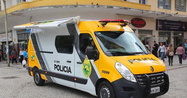 Бразилската полиция вчера застреля трима въоръжени обирджии, след като те