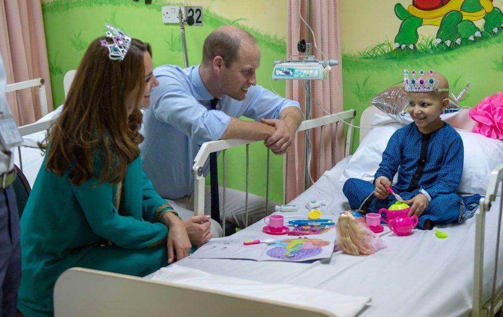 Уилям и Кейт посетиха онкологична болница в Пакистан
