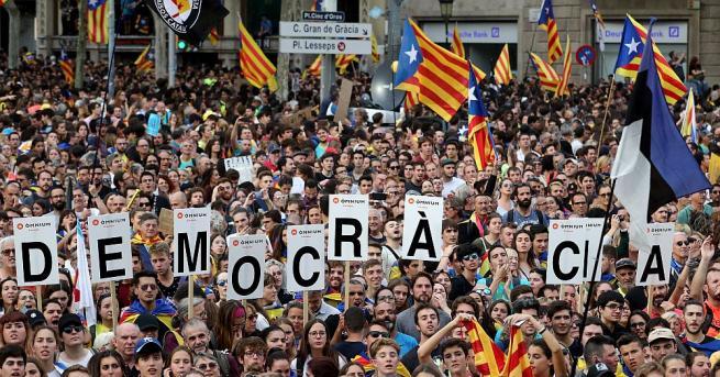 Стотици хиляди протестиращи се събраха в Барселона за обща стачка,