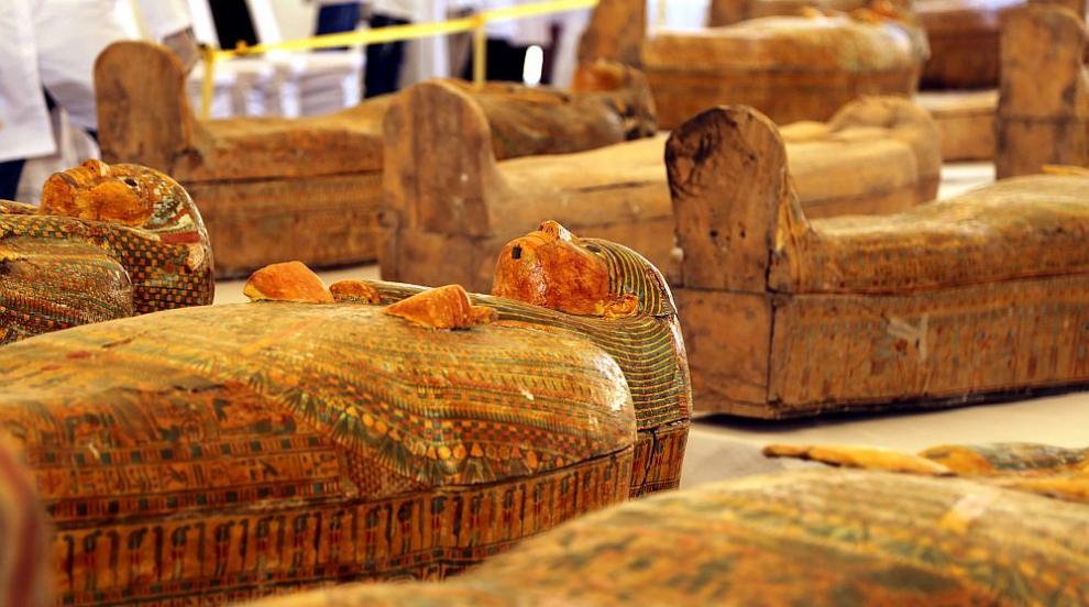 Откриха още цветни саркофази при разкопки в Египет...