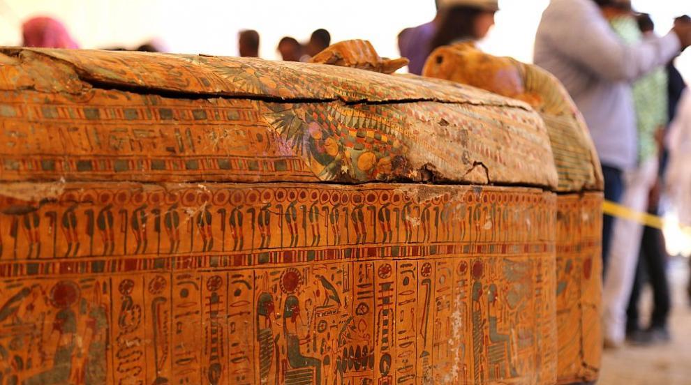Археолози откриха дървени ковчези на 3500 години в Египет (СНИМКИ)