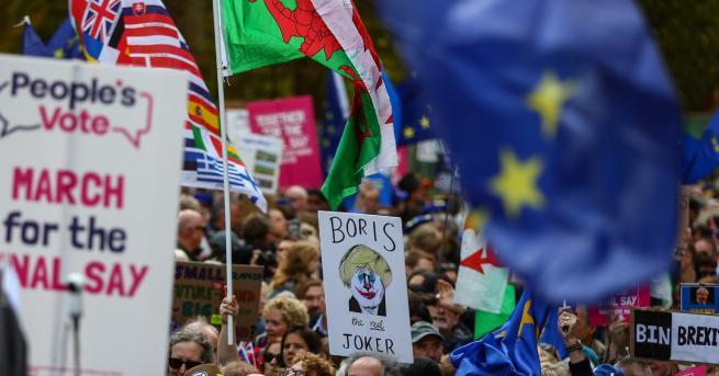 Свят Многохиляден протест в Лондон срещу Брекзит Британският парламент започна