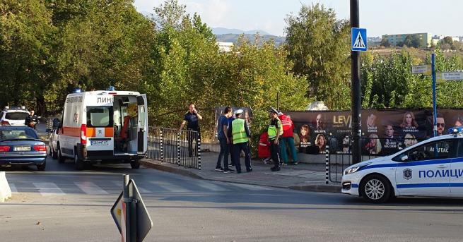 Кола блъсна 54-годишна жена на пешеходна пътека в Благоевград, предаде