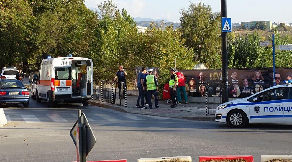 Блъснаха жена на пешеходна пътека в Благоевград (СНИМКИ)