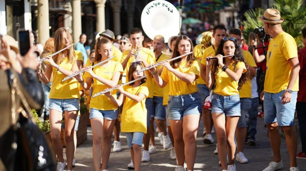 """""""Джуниър бенд"""" – детският духов оркестър, който покори интернет"""