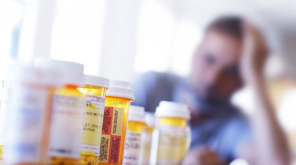 Фармацевтични гиганти на съд за епидемията с опиоидите