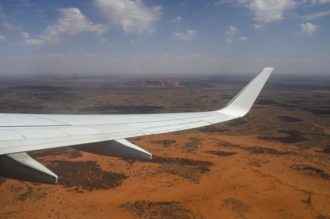 <p>Улуру е огромно скално образувание, което се намира в Северната територия на Австралия. Това е вторият по големина скален монолит в света.</p>