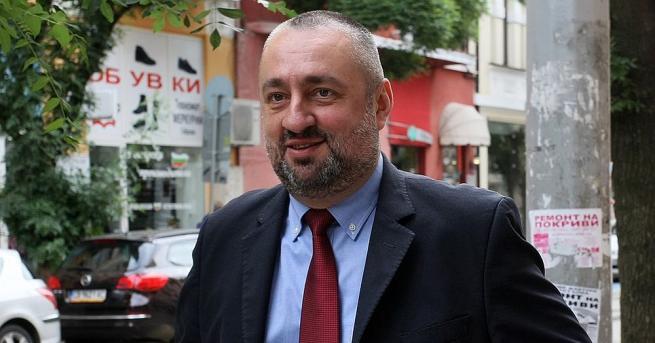Незаконосъобразен е призивът на Росен Плевнелиев към Румен Радев да