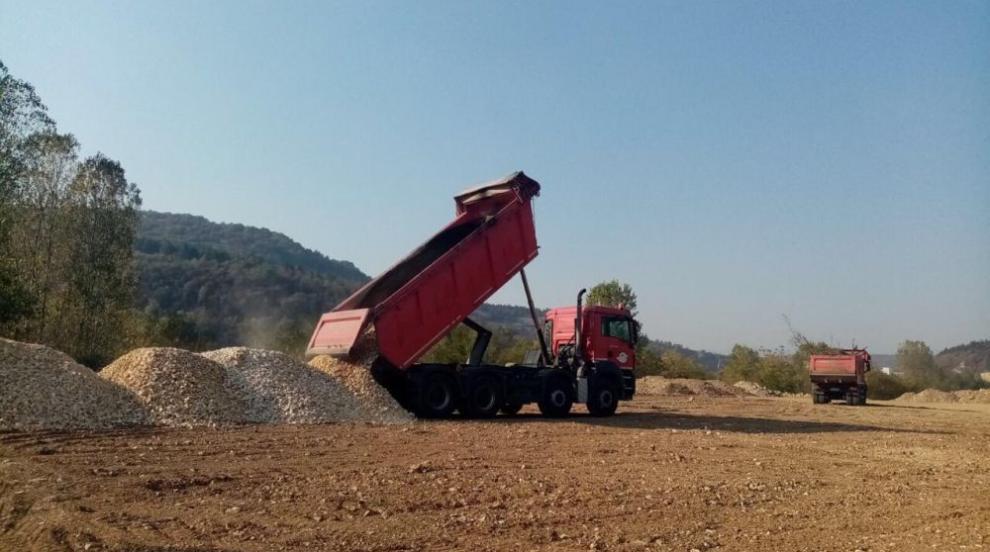 Започва строителството на 13 км от пътя Мездра - Ботевград