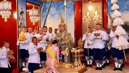 Как кралят на Тайланд наказа за нелоялност втората си съпруга?