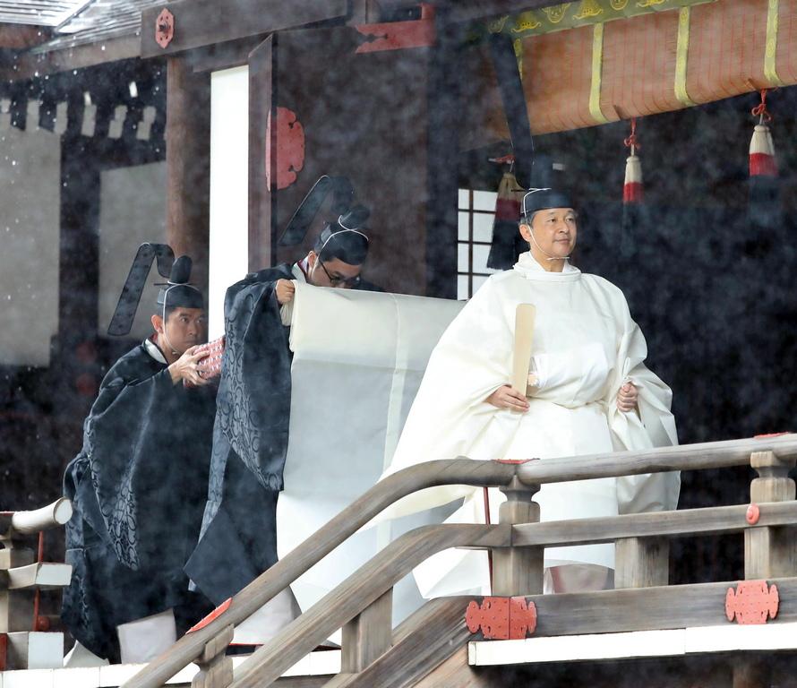 <p>&quot;От името на народа ние приветстваме императора като символ на държавата Япония и японския народ в полза на мирно и блестящо бъдеще, пълно с гордостта на Япония, към което се протягат човешките сърца. Произнасям молитви за просперитета на ерата на Рейва и императора и изразявам своите поздравления&quot;, заяви в приветственото слово премиерът на Япония Шиндзо Абе.</p>