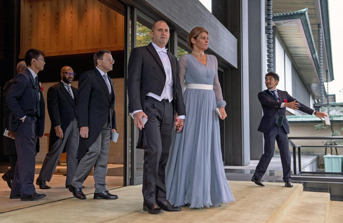 <p>Държавният глава Румен Радев и съпругата му Десислава Радева присъстват на церемонията по интронизация.</p>