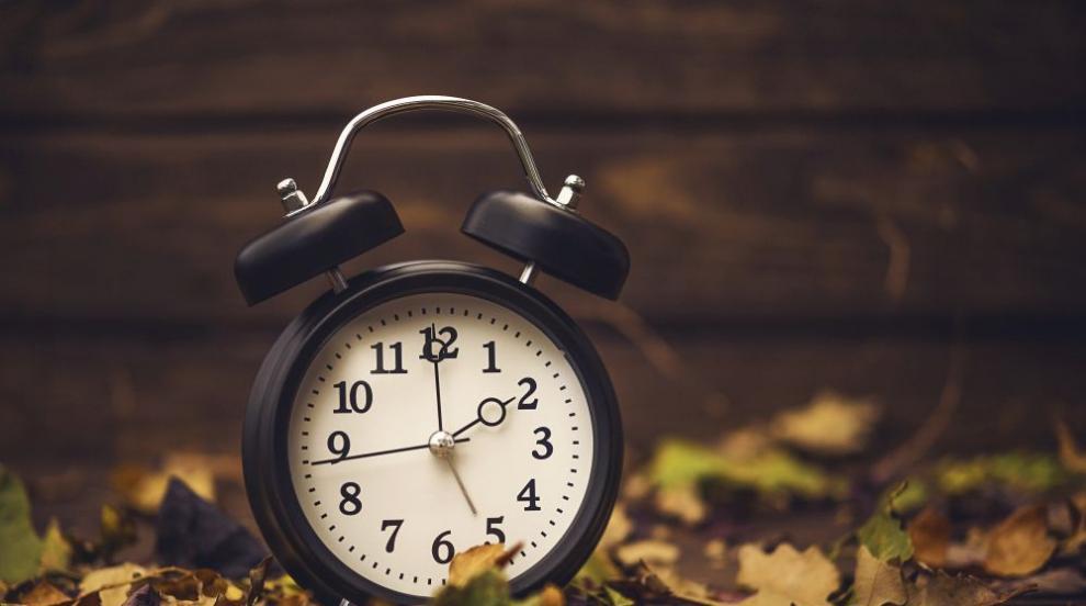 Смяна на часа: Местим стрелките на часовника с един...