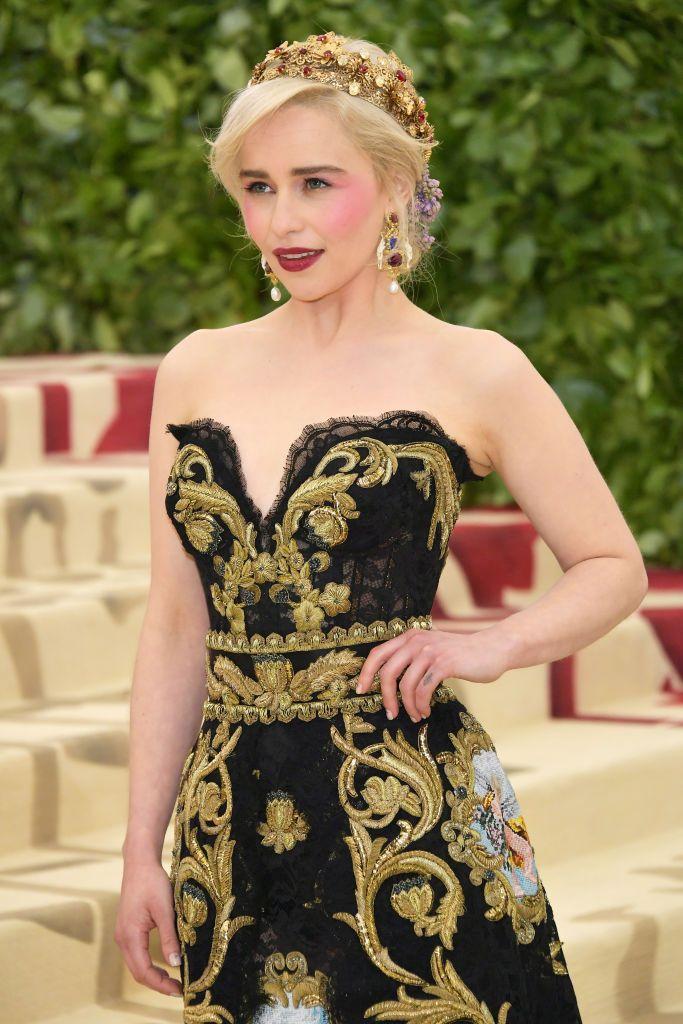 """Емилия Кларк, най-популярна с ролята си на Денерис Таргариен в """"Игра на тронове"""", празнува рожден ден. Вижте прелестната британска актриса през годините:"""