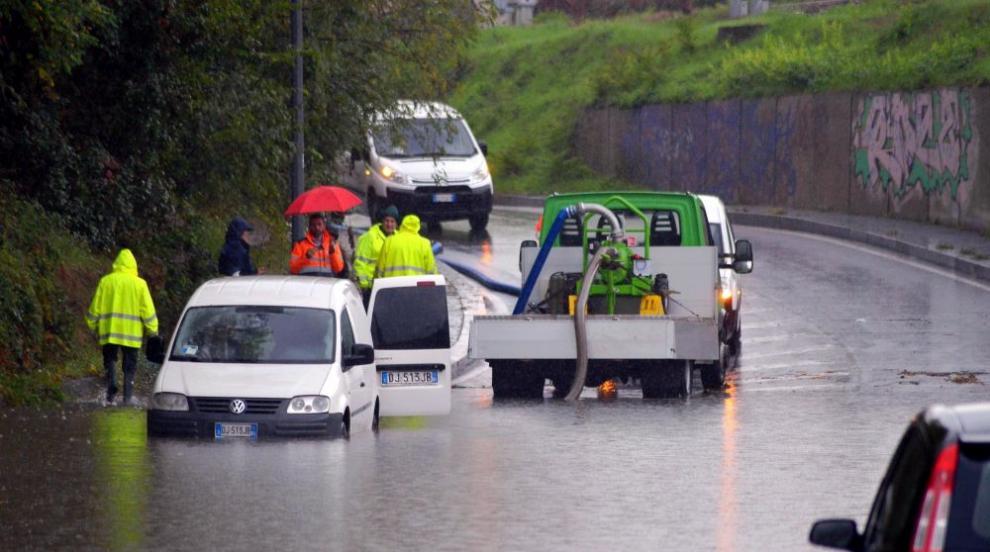 Поройни дъждове в Италия, двама души загинаха (СНИМКИ)