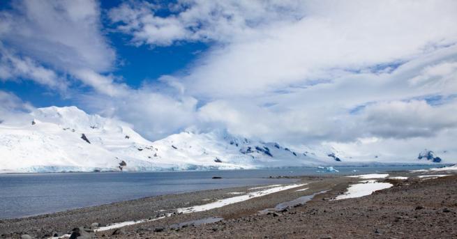 Озоновата дупка в близост до Южния полюс тази година е