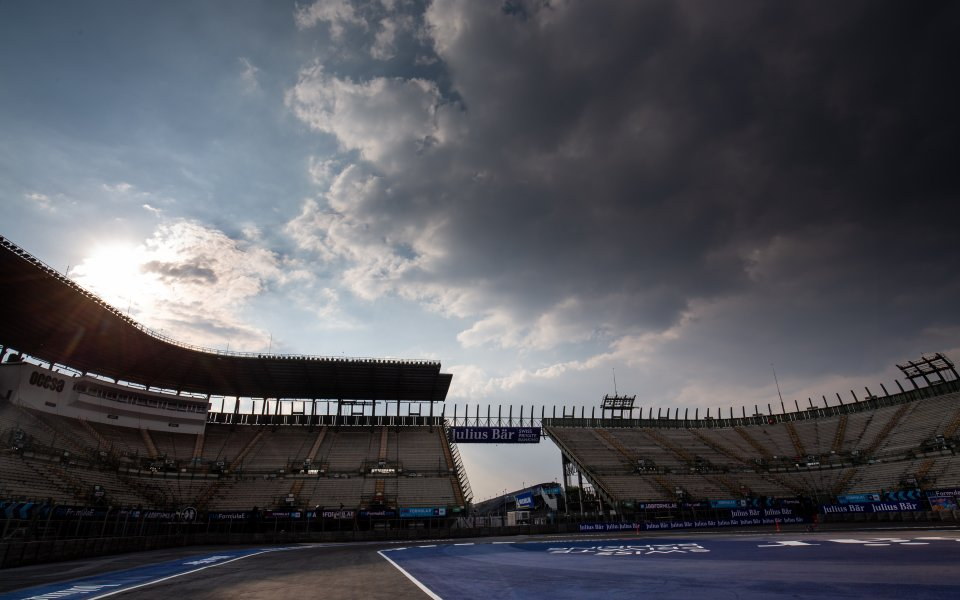 Дъжд през целия уикенд на мексиканското Гран При