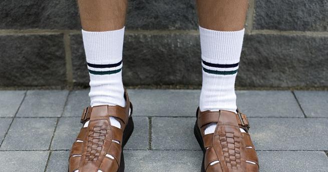 Комбинацията от сандали и бели чорапи, любима на немалко германци,