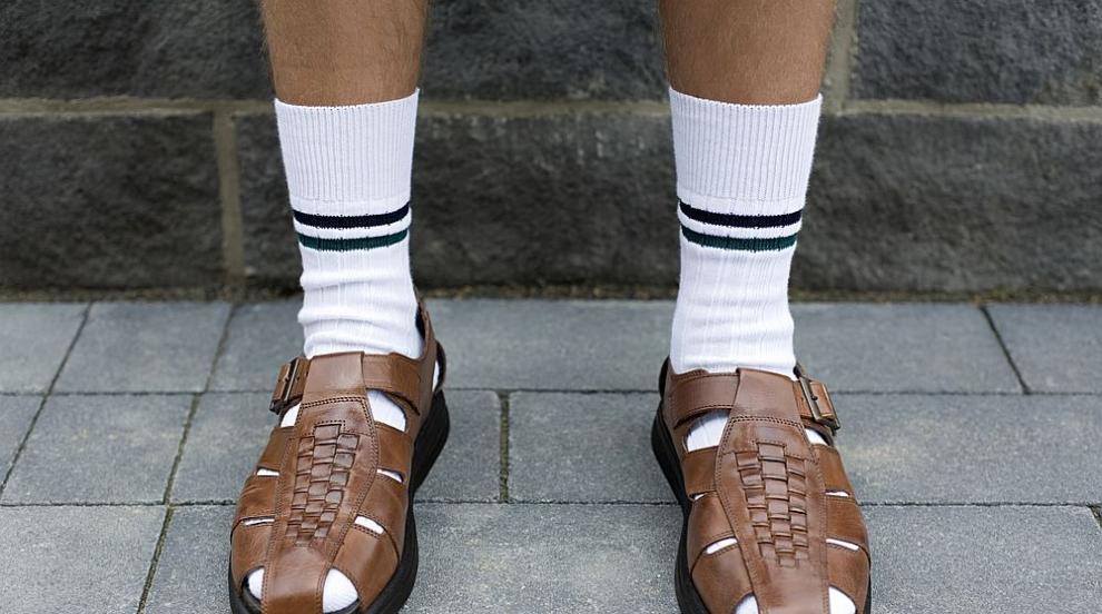 Сандали и бели чорапи - запазената марка на германците