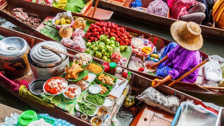 <p>Екзотично и вълнуващо: <strong>Плаващите пазари на Тайланд</strong></p>