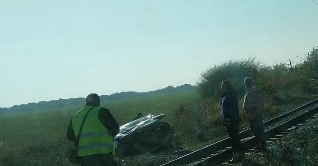 Тежък пътен инцидент на жп прелез край Разград се размина