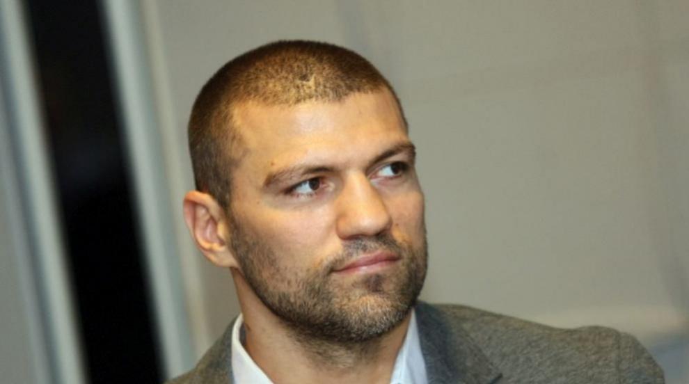 Тервел Пулев продължава да помага в столична болница...