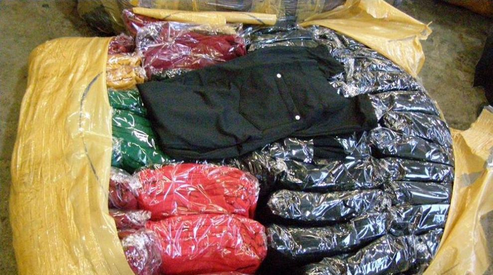 Откриха контрабандни дрехи и парфюми на Дунав мост при Русе (СНИМКИ)