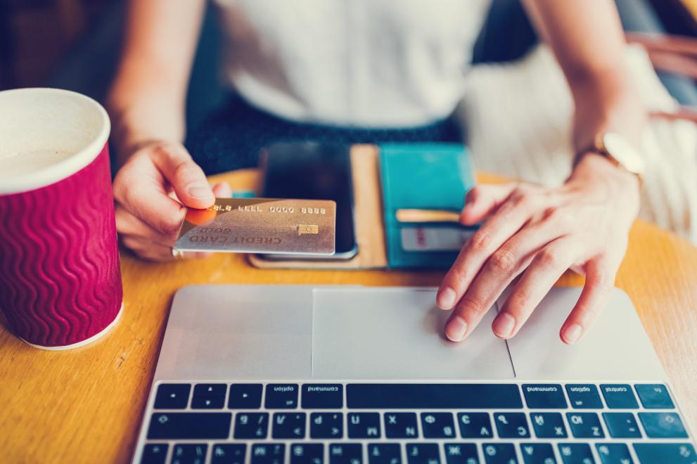 30% ръст на онлайн плащанията на местни данъци и такси - Данъци ...