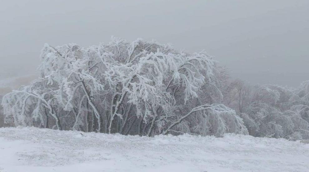 Първи сняг на Шипка (СНИМКИ)