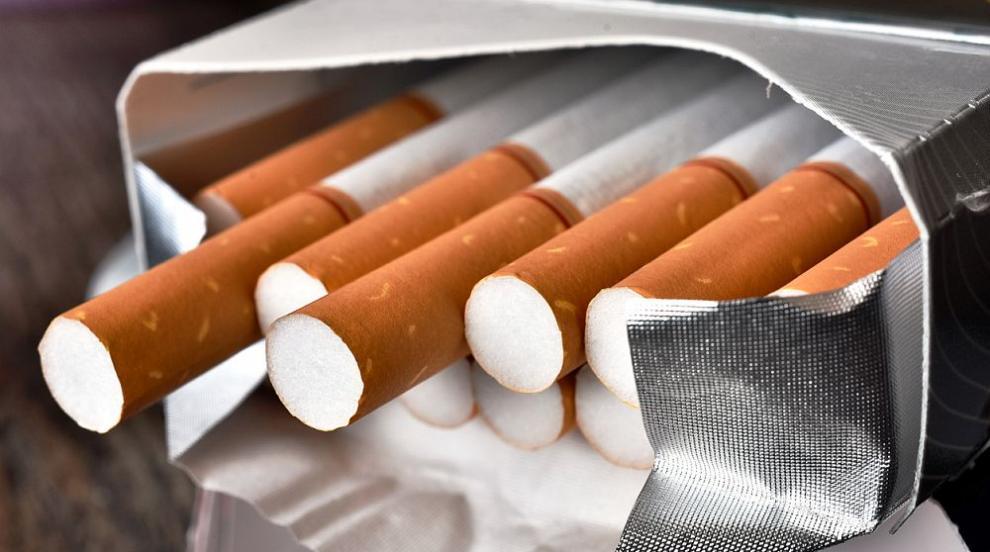 Иззеха 56 040 къса цигари при две проверки на микробус...