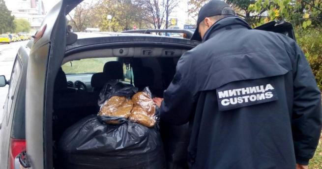 """Митническите служители от ГД """"Митническо разузнаване и разследване"""" задържаха 70"""