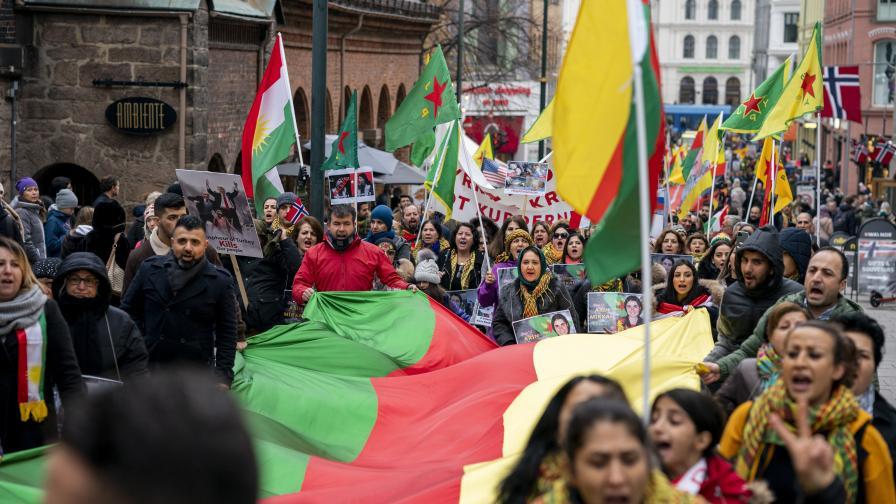 Демонстрация на кюрди срещу нахлуването на Турция в Сирия. Осло, Норвегия