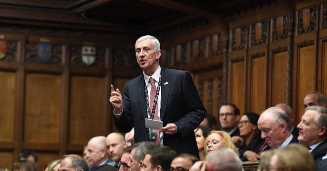 Снимка: Лейбъристът Линдзи Хойл бе избран за председател на Камарата на общините