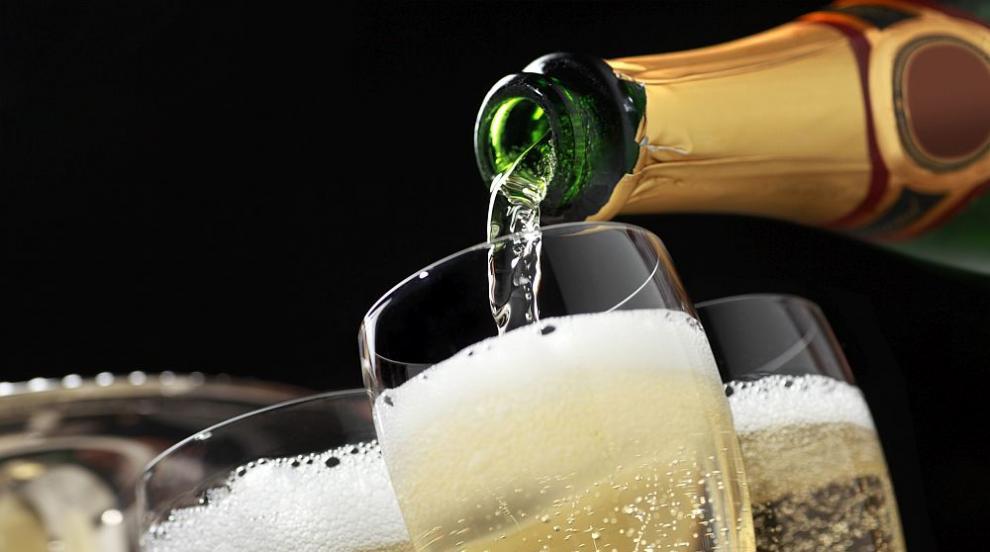 Винопроизводители даряват шампанско на медици на първа линия