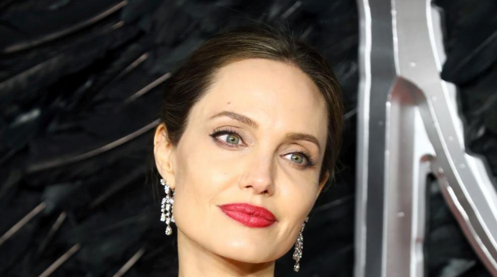 Анджелина Джоли се разголи пред Harper's Bazaar (СНИМКИ)