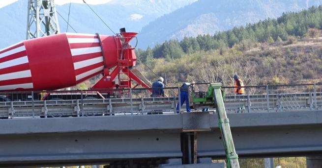 Продължава ремонтът на моста на Автомагистрала