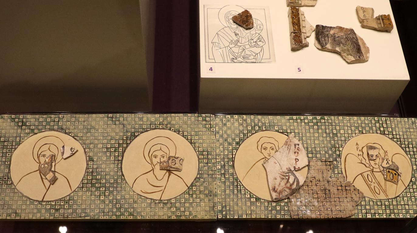 <p>Най-представителните находки от периода на възход и величие на втората българска средновековна столица Велики Преслав. Основен акцент в изложбата е Преславското съкровище, открито през 1978 г. в м. Кастана, северозападно от Външния град на Велики Преслав.</p>
