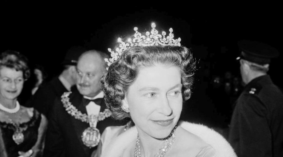 Кралица Елизабет призна, че е носила брекети (СНИМКИ)