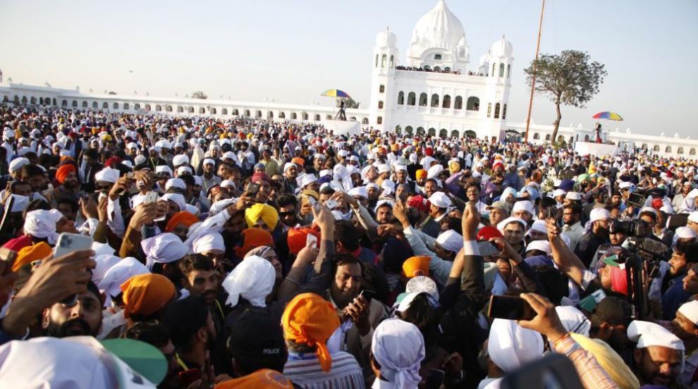 Започна историческо поклонение на индийски сикхи в Пакистан (СНИМКИ)