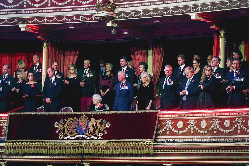 Кралското семейство и британският премиер заедно в Деня за възпоменание