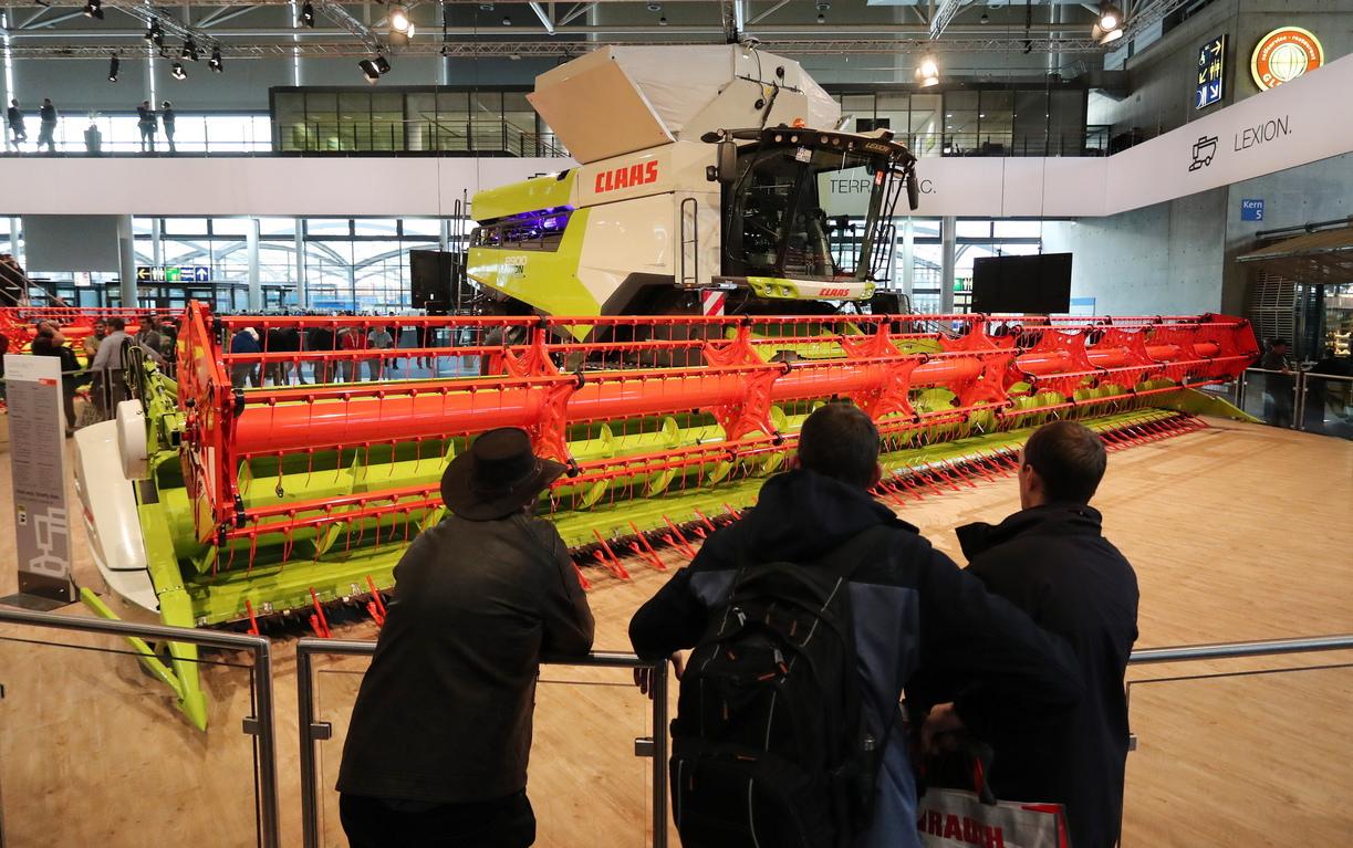 <p>Изложението Агритехника, в германския град Хановер, събира под един покрив производители, търговци и купувачи на земеделска техника.</p>