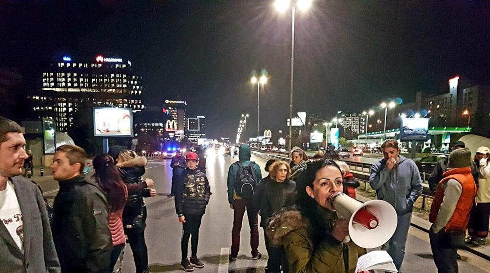 """Протестиращи блокират """"Цариградско шосе"""" заради Центъра по наркомании..."""